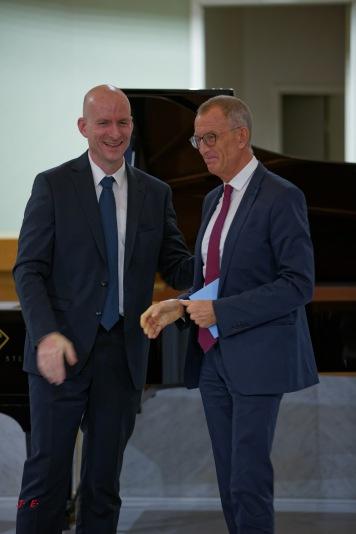 Monsieur Menabe, Président du Tribunal et Sylvain Bottineau