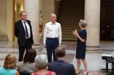 ...en présence de Monsieur le Procureur Général et de Madame le Premier Président par interim...